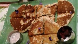 ヨモギパンケーキ(ヘビイチゴ&ルバーブ)