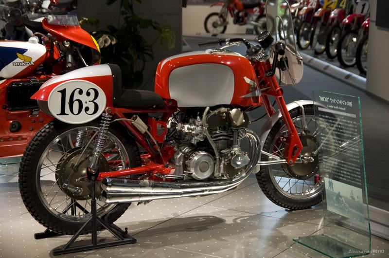 世界初のDOHC4バルブ4気筒エンジンのRC160