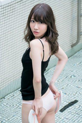 AKB48柏木由紀がキュートな美ヒップ披露!大人のセクシー発揮!