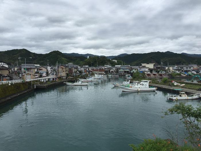 梅雨の港町