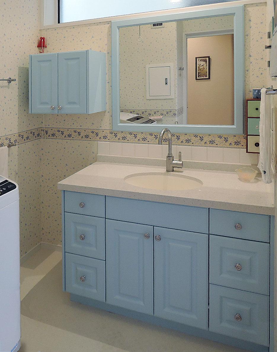 アニーズキッチン ブルーの洗面化粧台
