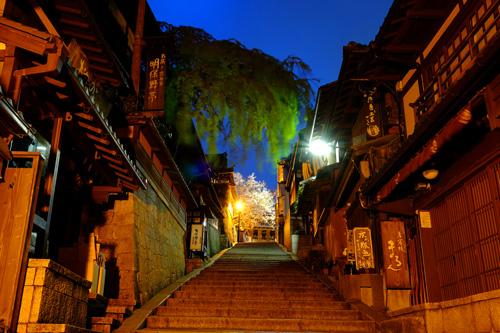 京都・産寧坂の夜景2