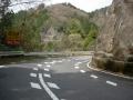 160409御斉峠へ、谷を挟んで大きく回るカーブ