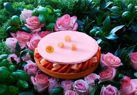 tarte-aux-fraises-et-loukoums-a-l-eau-de-rose_5626487.jpg