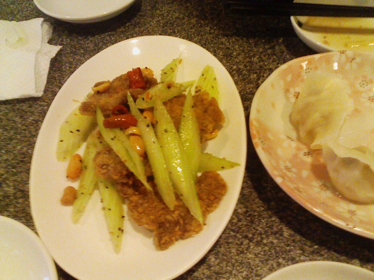 揚げ牛肉とセロリの黒胡椒風味
