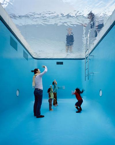 不思議空間 レアンドロのプール(金沢21世紀美術館)