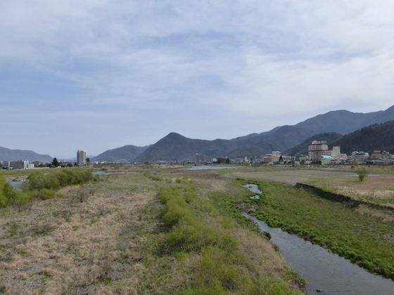 大正橋から眺める千曲川の風景と温泉街