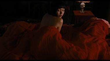 『蜜のあわれ』 二階堂ふみの衣装は金魚をイメージした赤が基調となっている。