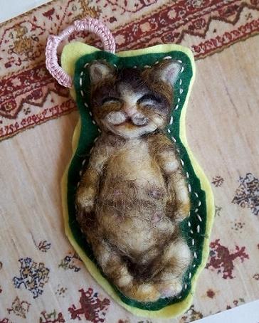 猫フェルトブローチ