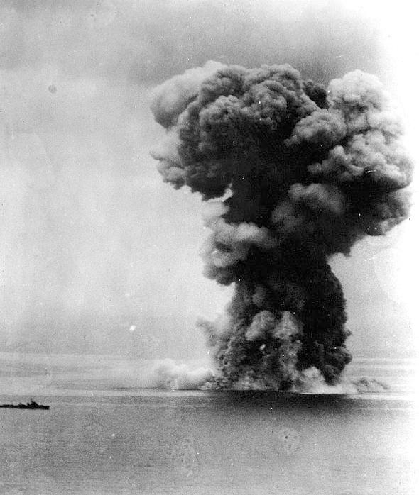 Yamato_explosion.jpg