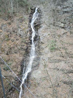 三頭の大滝吊り橋上から