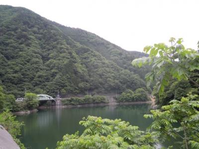 小河内ダムを経て、、登山口近く