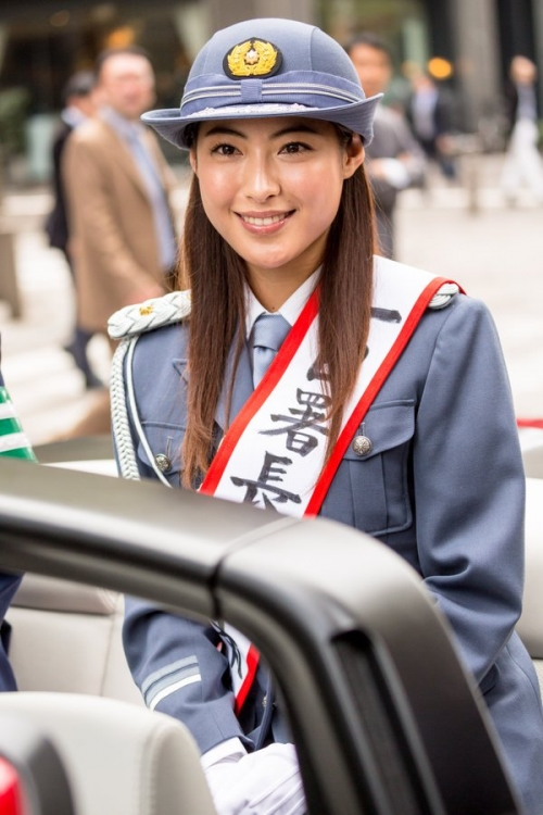 瀧本美織が1日警察署長に就任 婦警姿にキリリ「身が引き締まる思い」