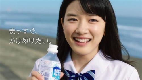 若手女優、永野芽郁(16)がカルピスをゴックン