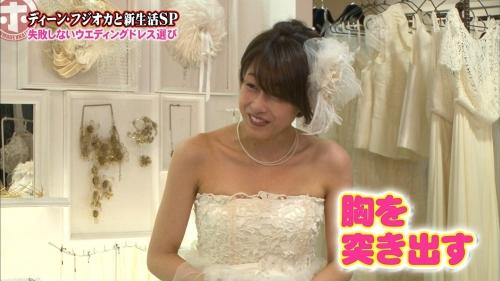 加藤綾子アナ ウエディングドレス姿でおっぱいアピールwwwwww