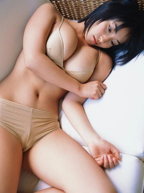 佐藤寛子ってグラビアアイドル覚えてる奴おる?