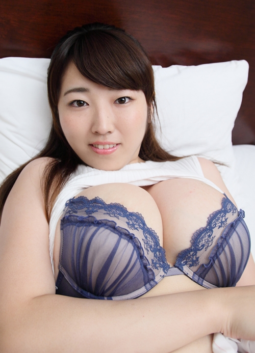 """迫力のIカップ""""マシュマロバスト""""松本菜奈実が素朴に赤面"""