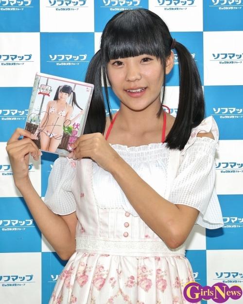 グラビアアイドル・伏見莉穂(15)、「撮影中いろんな人に見られて…」初めての水着DVD撮影での恥じらい