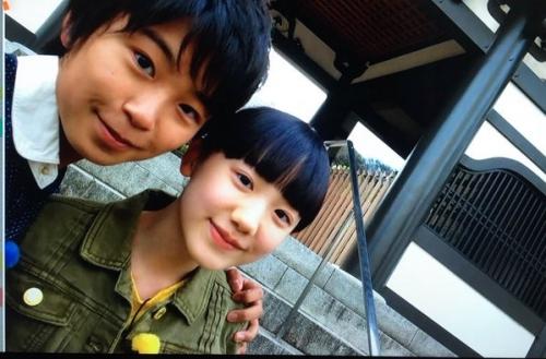 芦田愛菜さん、加藤清史郎さんに抱擁されて女の顔に