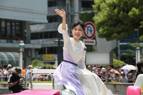 次期朝ドラ『べっぴんさん』ヒロイン芳根京子、作品舞台の神戸でパレード参加