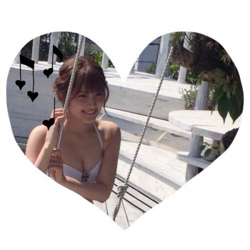 入山杏奈、胸の谷間&くびれ全開セクシービキニショットにファンから熱視線「見ました 天使でした 女神でした」