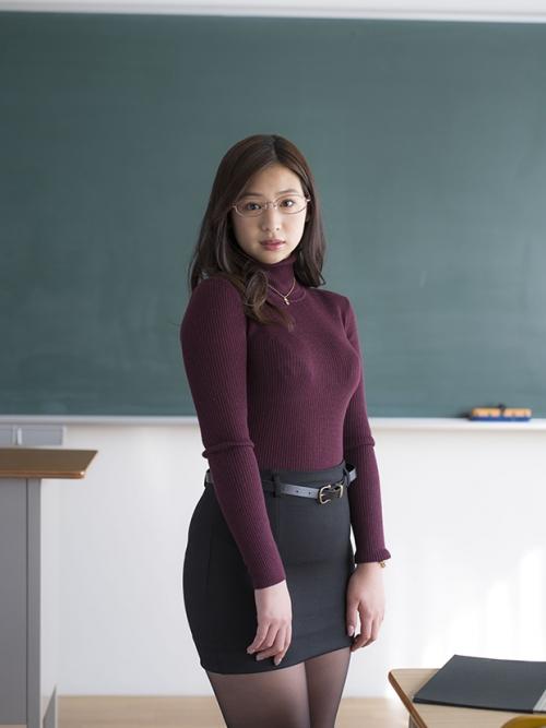 あどけなさ満載の佐山彩香、新作DVDで大人の先生役に挑戦「放課後に生徒と秘密のマッサージ」