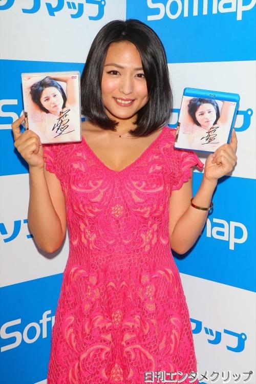 【悲報】30歳のグラビアアイドル 川村ゆきえがソフマップで晒し者