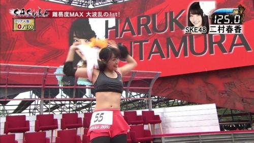 """""""ダイナマイトボディ""""二村春香が「SASUKE」に出場、10秒でリタイアなのにファンは大満足"""