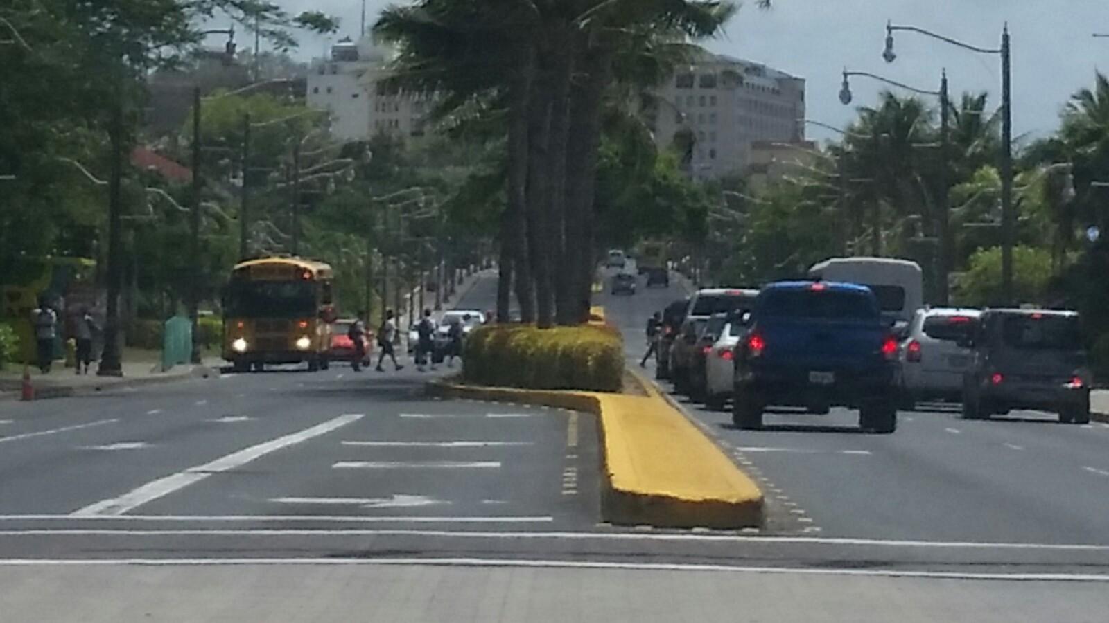 アメリカグアムスクールバス注意点子供横断