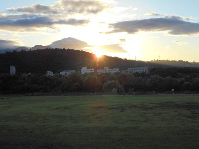 DSCN0870吉岡から見た北橘山の日の出.jpg