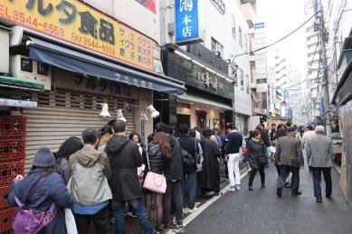 行列のできる寿司清本店