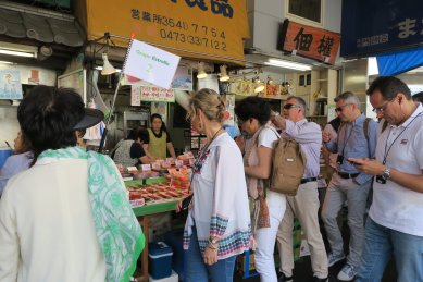 外国人観光客1(新大橋通)