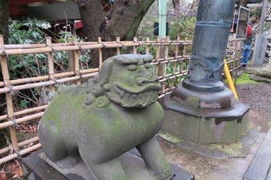 市ヶ谷八幡宮・鳥居と狛犬