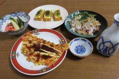 つまみ(木の芽田楽・イサキの昆布締め・桜エビの玉子焼き・カニカマと自家製ピクルスのサラダ