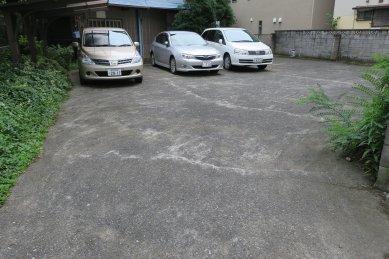 時々わく池跡(駐車場)
