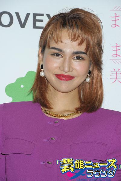 日本太まゆ美人コンテスト開催告知イベントに登場した水沢アリー