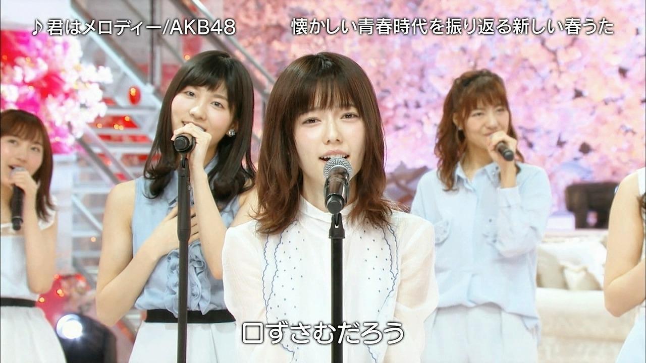 テレビで「君はメロディー」を歌う島崎遥香