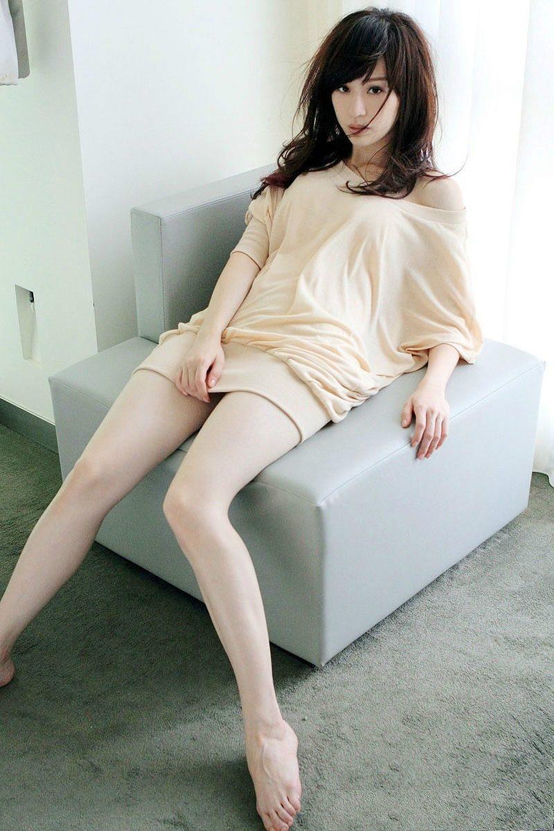 台湾アイドル・王心凌(シンディー・ワン)のパンチラギリギリ太もも