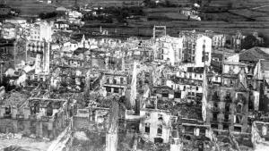 爆撃後のゲルニカ