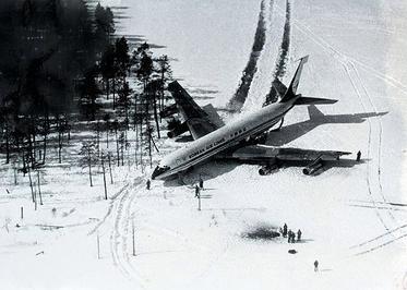 Korean_Air_Lines_902_on_land.jpg