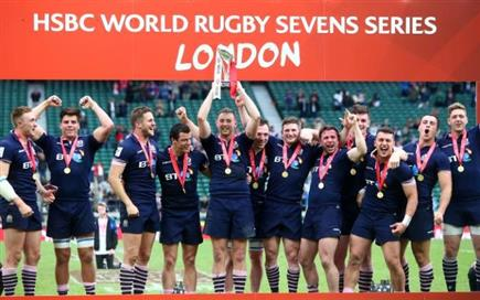98806439_LONDON_ENGLAND_-_MAY_22_Scotland_players_celebrate_winning_the_tournament_final_match_betwe-large_trans++W-DlUvQKYMKTw0uyXRA4W0nQvdVxLMiR9ZSSZ (PSP)