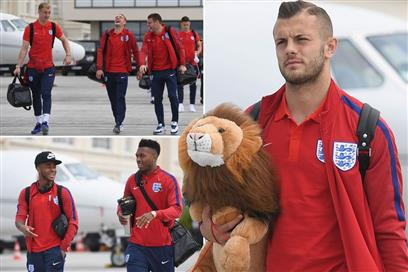 England-players-board-team-flight (PSP)