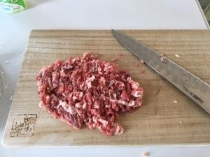 肉をミンチに