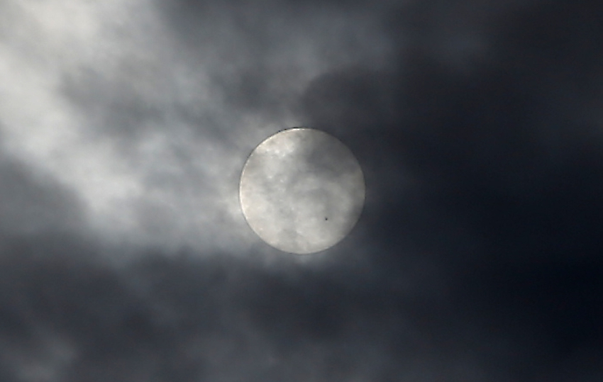 20160416雲越しの黒点