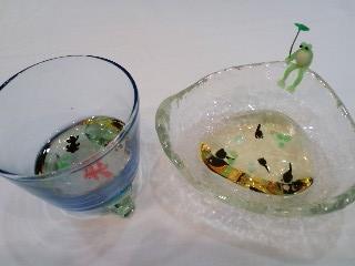 水鉢 蛙と金魚