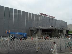 建設中事務棟 完成すると東京電力がこちらに、現在事務棟に協力企業が入ります(ぼかし)