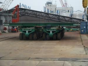 タンク運搬車両と1号機原子炉建屋上部カバー