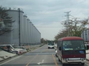 タンクと構内バス