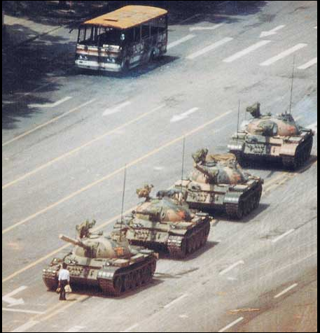 天安門戦車を止めた