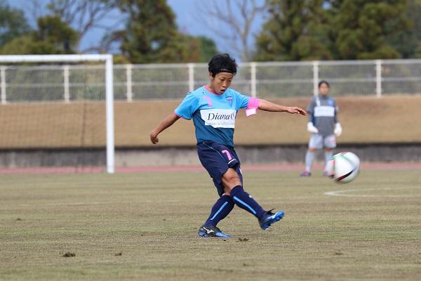 山本絵美のこのFKでチャレンジリーグEAST首位の横浜FC(現・ニッパツ)は入替戦に勝利。今季は、なでしこ2部で戦う